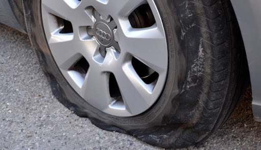 Causes Of Car Accidents in Malaysia As Tire Blowouts
